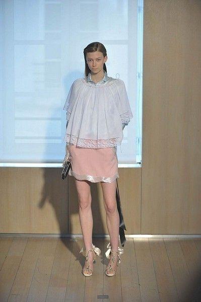 Clothing, Sleeve, Shoulder, Joint, Human leg, Collar, Style, Fashion accessory, Street fashion, Fashion,