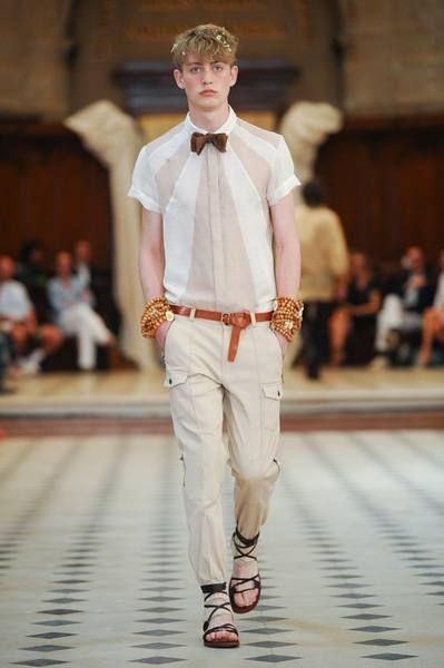 Dress shirt, Shirt, Fashion show, Outerwear, Collar, Style, Fashion model, Street fashion, Formal wear, Runway,