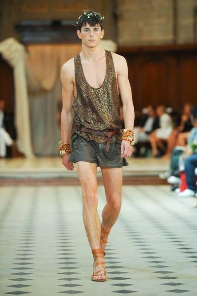 Leg, Human leg, Shoulder, Fashion show, Joint, Waist, Denim, Runway, Summer, Street fashion,