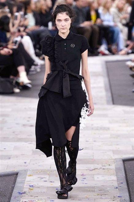 Clothing, Joint, Fashion show, Style, Street fashion, Fashion model, Runway, Fashion, Black, Model,