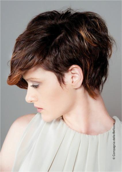 Tagli corti dei capelli