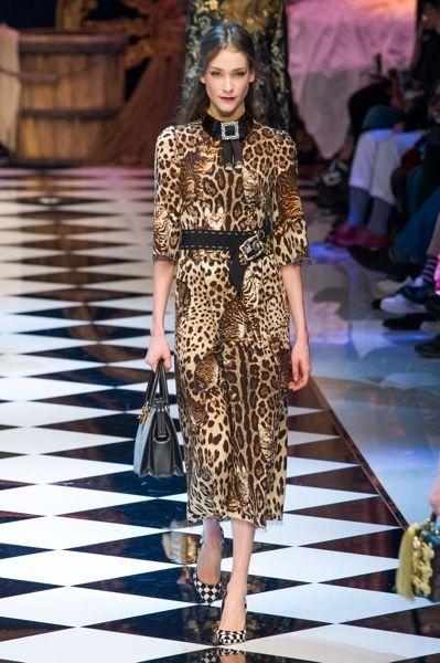 Clothing, Shoulder, Dress, Fashion show, Style, Fashion model, Runway, Fashion accessory, Fashion, Street fashion,
