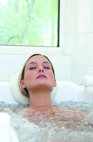 Fluid, Hairstyle, Eyebrow, Photograph, Leisure, Liquid, Beauty, Swimming pool, Bathing, Aqua,