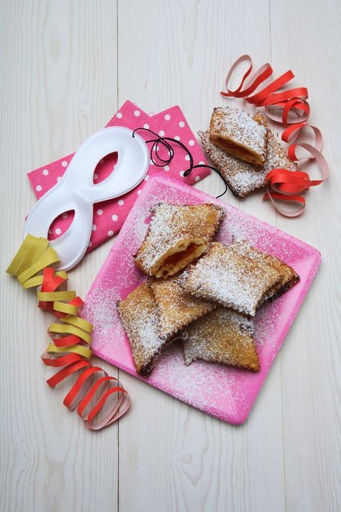 Pink, Finger food, Food, Tableware, Baked goods, Home accessories, Breakfast, Gluten, Sliced bread, Napkin,