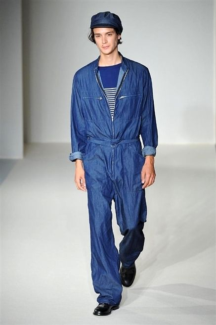 Blue, Sleeve, Fashion show, Textile, Runway, Style, Fashion model, Electric blue, Fashion, Street fashion,