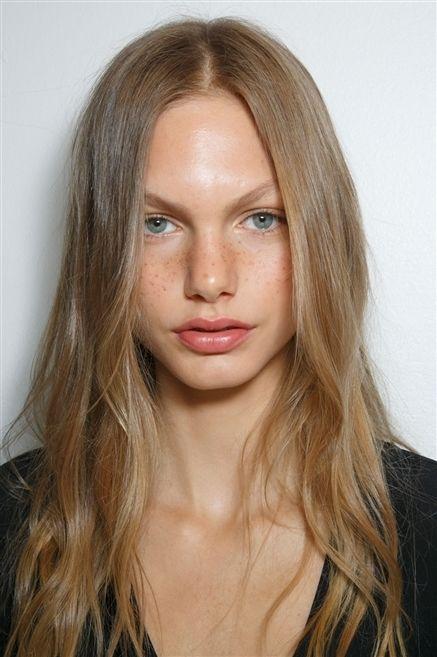 Lip, Cheek, Hairstyle, Chin, Forehead, Eyebrow, Eyelash, Jaw, Iris, Step cutting,