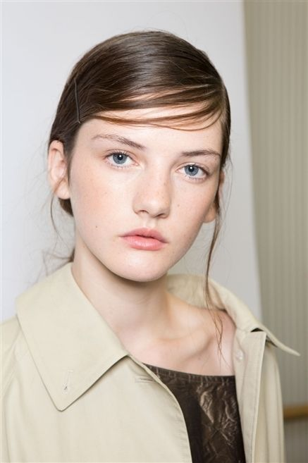 Clothing, Hair, Lip, Cheek, Hairstyle, Chin, Forehead, Eyebrow, Eyelash, Collar,