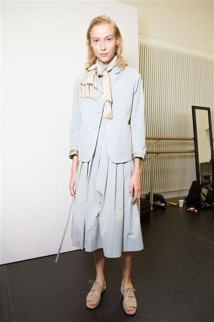 Sleeve, Shoulder, Joint, Collar, Style, Street fashion, Fashion, Knee, Fashion model, One-piece garment,