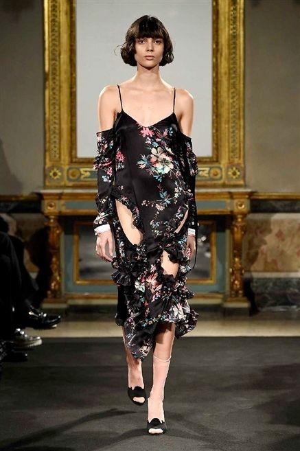 Shoulder, Joint, Dress, Style, One-piece garment, Formal wear, Fashion model, Waist, Day dress, Fashion,