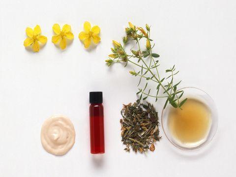 Serveware, Ingredient, Petal, Liquid, Green tea, Oil, Gyokuro, Flowering plant, Ribbon, Still life photography,
