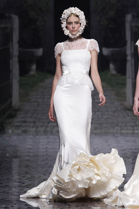 Clothing, Dress, Shoulder, White, Bridal clothing, Wedding dress, Gown, Style, Formal wear, Waist,