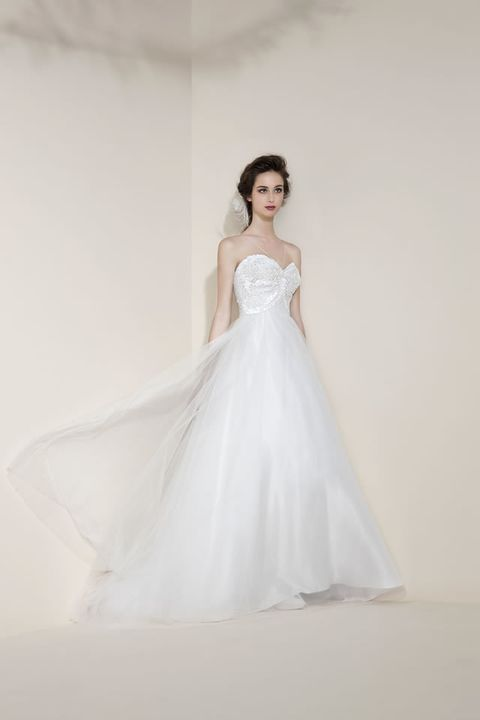 Clothing, Sleeve, Bridal clothing, Dress, Shoulder, Textile, Photograph, Wedding dress, Gown, Bride,