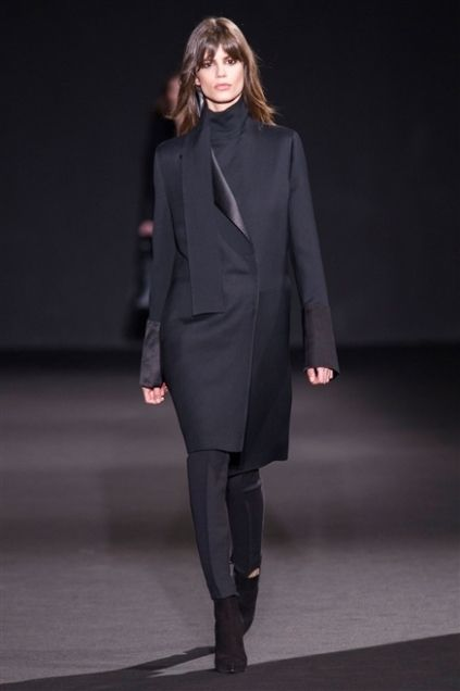 Sleeve, Human body, Shoulder, Joint, Outerwear, Fashion show, Style, Coat, Fashion model, Knee,