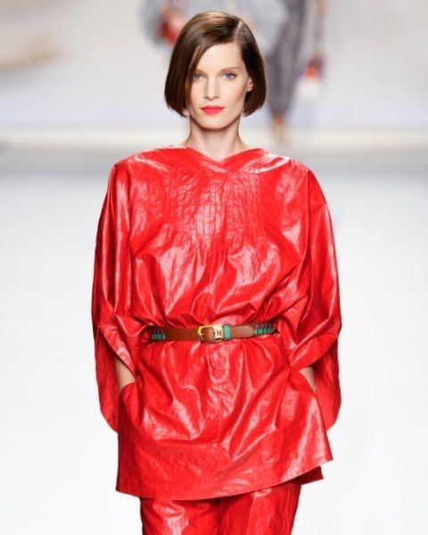 Sleeve, Textile, Red, Style, Fashion model, Fashion, Fashion show, Street fashion, Long hair, Fashion design,