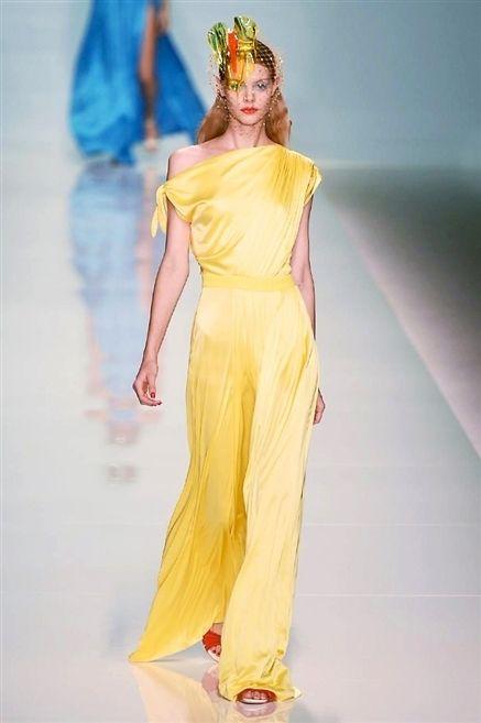 Yellow, Shoulder, Style, Fashion show, Fashion model, Fashion, Runway, Costume design, Model, Waist,
