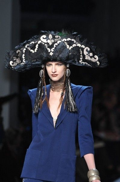 Hat, Fashion accessory, Headgear, Costume accessory, Fashion, Sun hat, Fashion model, Street fashion, Flash photography, Model,