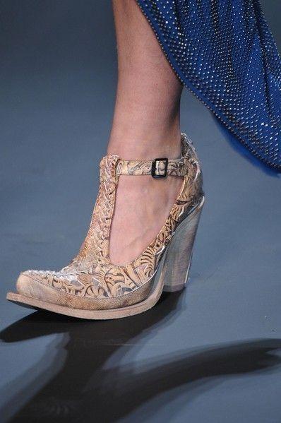 Joint, High heels, Fashion, Tan, Foot, Sandal, Silver, Fashion design, Ankle, Bridal shoe,