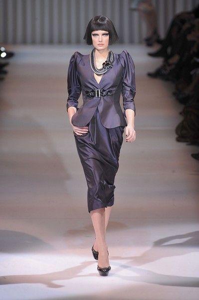 Fashion show, Shoulder, Joint, Runway, Style, Fashion model, Waist, Fashion, Neck, Model,