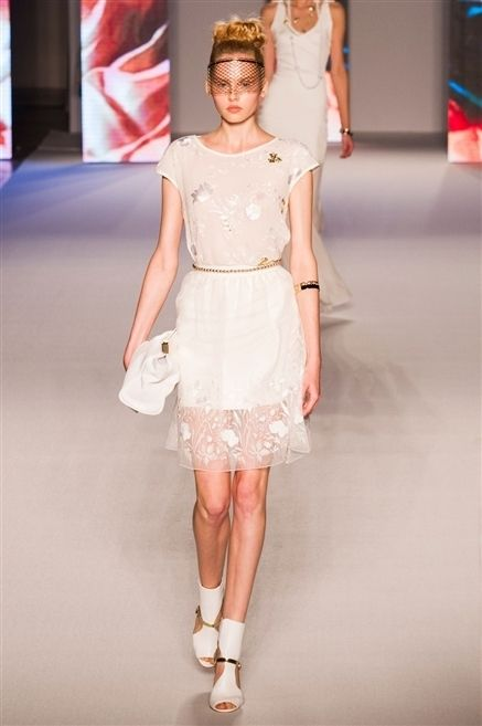 Clothing, Skin, Fashion show, Shoulder, Joint, Dress, Waist, Fashion model, Style, One-piece garment,