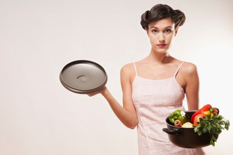 Dishware, Fruit, Eyelash, Bowl, Strawberries, Strawberry, Produce, Plate, Model, Day dress,