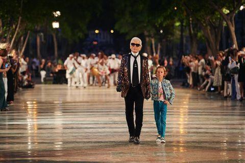 Crowd, Street fashion, Street, Jacket, Fashion, Pedestrian, Walking, Fashion design,