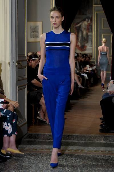 Footwear, Leg, Human body, Shoulder, Dress, Joint, Fashion show, Style, Runway, Electric blue,