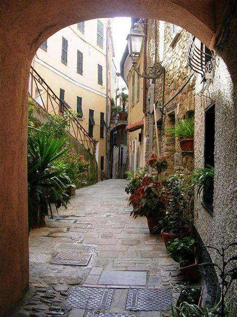 Infrastructure, Neighbourhood, Architecture, Street, Road, Alley, Town, Flooring, Arch, Cobblestone,