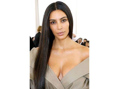 Kim-Kardashian-per-la-prima-volta-senza-trucco-alla-sfilata-di-Balenciaga