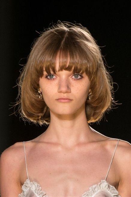 Lip, Hairstyle, Chin, Shoulder, Eyelash, Bangs, Style, Jaw, Beauty, Step cutting,