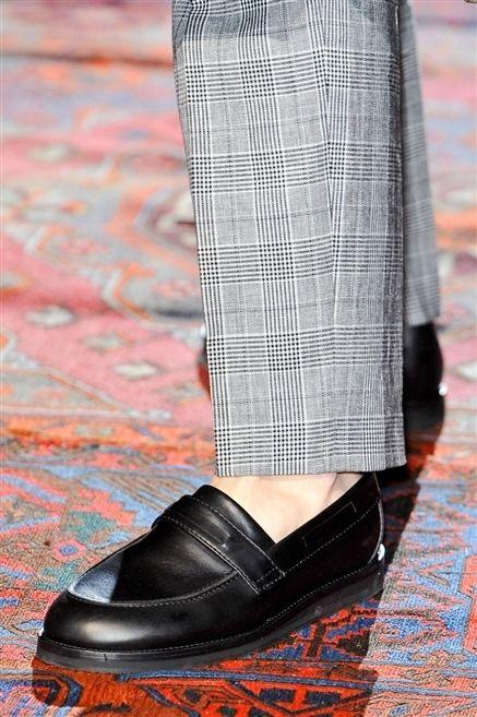 Textile, Outerwear, Pattern, Style, Fashion, Black, Street fashion, Grey, Leather, Fashion design,