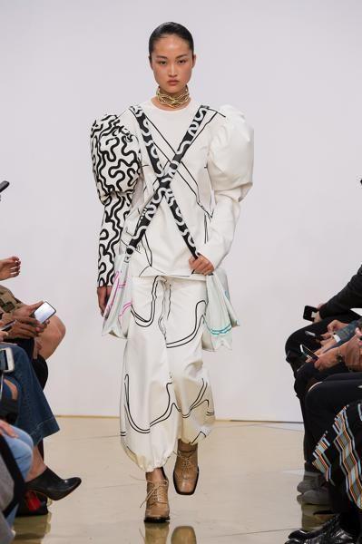 Footwear, Arm, Shoe, Jewellery, Style, Bag, Fashion, Fashion model, Luggage and bags, Fashion show,