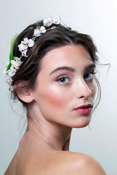 Lip, Hairstyle, Skin, Chin, Forehead, Eyebrow, Eyelash, Bridal accessory, Hair accessory, Headpiece,