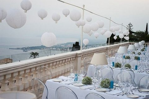Tablecloth, Dishware, Linens, Home accessories, Serveware, Stemware, Sphere, Decoration, Centrepiece, Function hall,