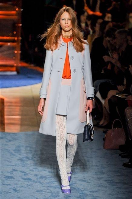 Fashion show, Shoulder, Joint, Outerwear, Runway, Style, Fashion model, Street fashion, Fashion, Winter,