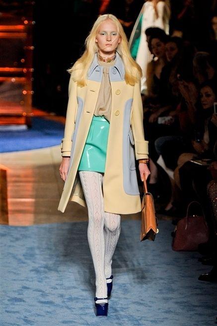 Fashion show, Shoulder, Runway, Outerwear, Coat, Fashion model, Style, Jacket, Winter, Street fashion,