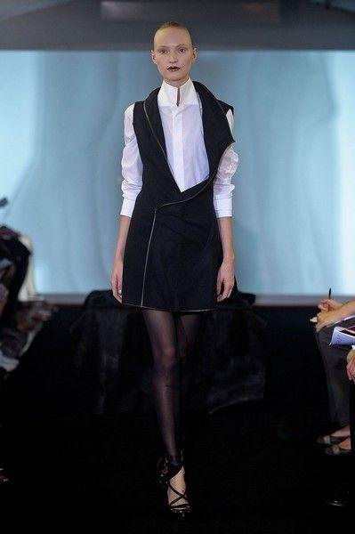 Collar, Dress shirt, Formal wear, Style, Fashion show, Knee, Fashion, Fashion model, High heels, Runway,