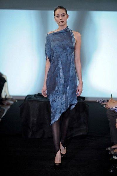 Dress, Shoulder, Joint, Human leg, One-piece garment, Fashion model, Day dress, Fashion, Fashion show, Neck,