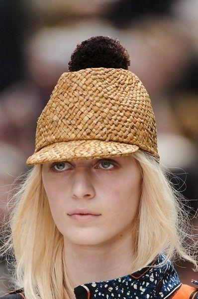 Lip, Brown, Hairstyle, Hat, Style, Street fashion, Headgear, Costume accessory, Fashion, Beauty,