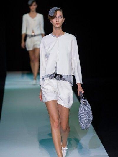Leg, Sleeve, Human leg, Shoulder, Fashion show, Joint, White, Style, Fashion model, Runway,