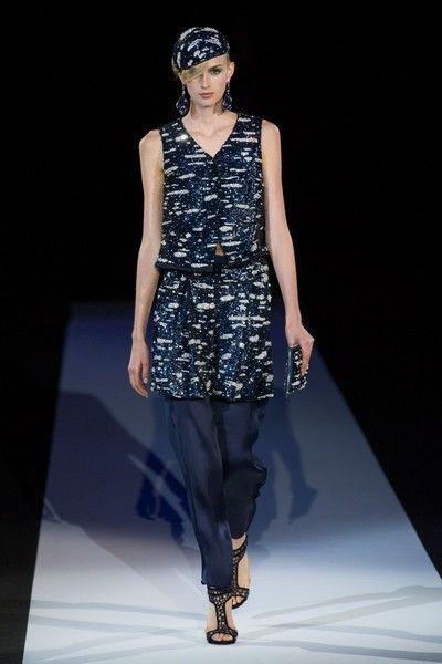 Clothing, Leg, Fashion show, Shoulder, Joint, Runway, Fashion model, Style, Dress, Waist,