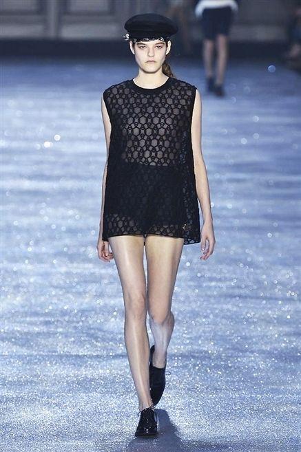 Sleeve, Fashion show, Shoulder, Human leg, Joint, Runway, Winter, Fashion model, Style, Street fashion,