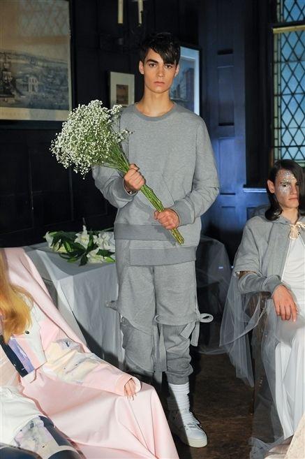 Luggage and bags, Artificial flower, Bag, Flower Arranging, Flowering plant, Bouquet, Floristry, Cut flowers, Floral design, Annual plant,
