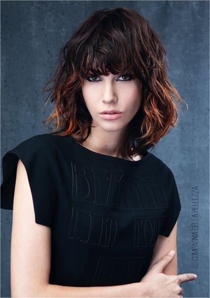 15 tagli capelli medi scalati di moda per l'autunno ...