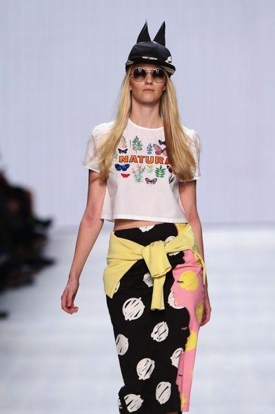 Clothing, Eyewear, Vision care, Shoulder, Joint, Waist, Hat, Style, Sunglasses, Fashion model,