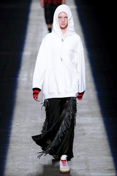 Sleeve, White, Street fashion, Fashion, Carmine, Knee, Sandal, Fashion model, Fashion design, Ankle,
