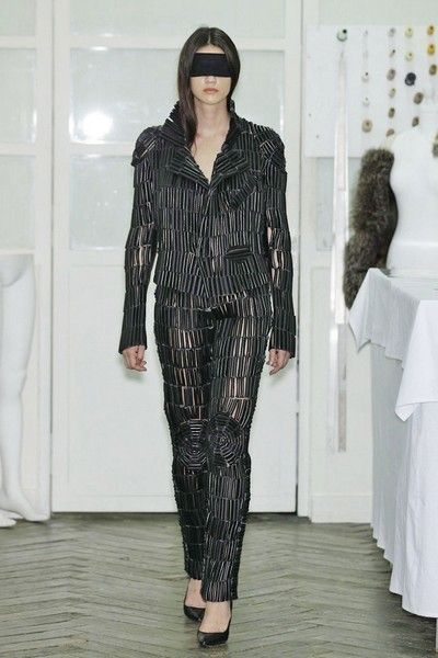 Sleeve, Shoulder, Textile, Joint, Style, Fashion, Black, Pattern, Grey, Street fashion,