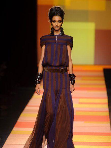 Hairstyle, Shoulder, Fashion show, Dress, Style, Waist, Fashion model, Runway, Fashion, One-piece garment,
