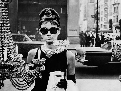 6 look iconici da film e telefilm cult dagli anni 60 a oggi 229af0da915
