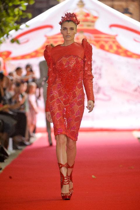 Dress, Red, Fashion show, Runway, Style, Fashion model, Fashion, Model, One-piece garment, Public event,
