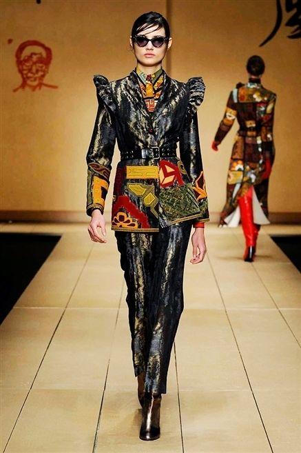 Human, Style, Sunglasses, Fashion model, Fashion show, Runway, Fashion, Costume design, Fashion design, Visual arts,